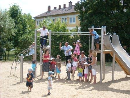 Spielplatzübergabe am 09.07.2010 in der Hassfurter Str.