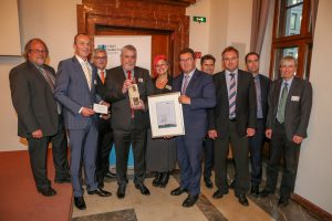 Wirtschaftsstaatssekretär Franz Josef Pschierer verleiht den diesjährigen Stadtmarketingpreis.