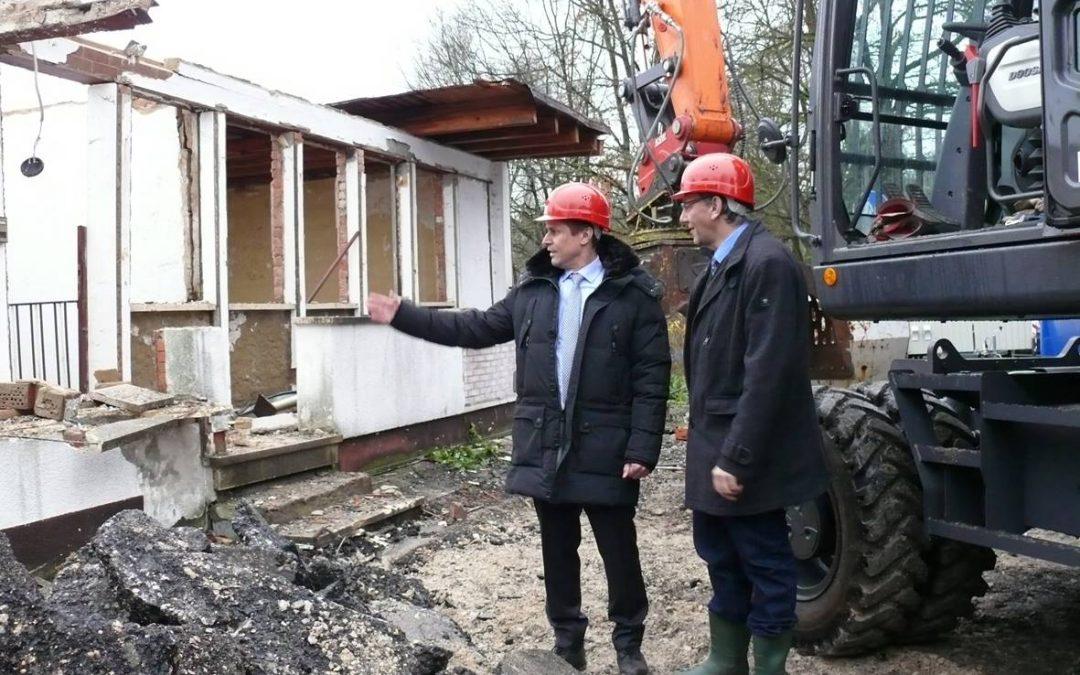 21.11.2017 →  Beginn der Abrissarbeiten: Platz für das neue Bürgerhaus